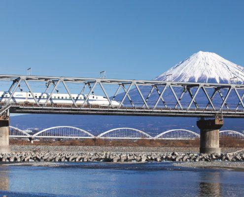 Mit dem Hochgeschwindikeitszug und Blick auf den Mount Fuji, c) ARTE - Agentur für Reisen - Tourismus und Exklusivität